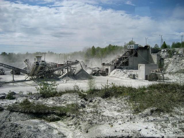 Kunagine purustus-sorteerimissõlm Vasalemma lubjakivikarjääris / Former crushing and sieving station in Vasalemma limestone quarry in Estonia
