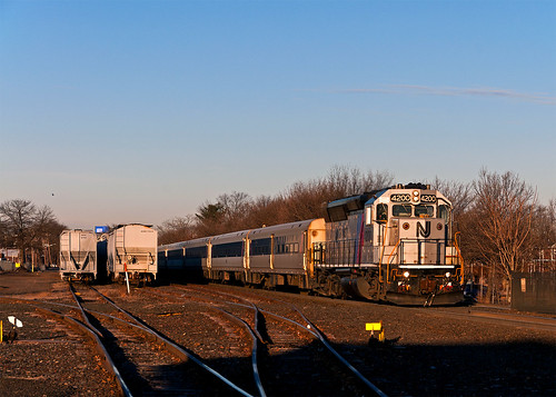 boundbrooknj njt njtransit emd gp40ph2b njtr4200 commuter train railfan railroad