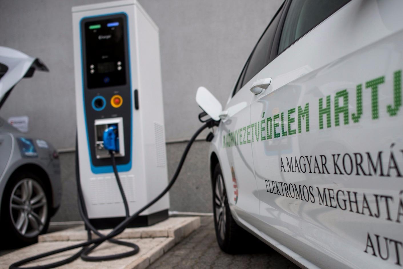 Évek óta először csökkent az elektromos autók eladása