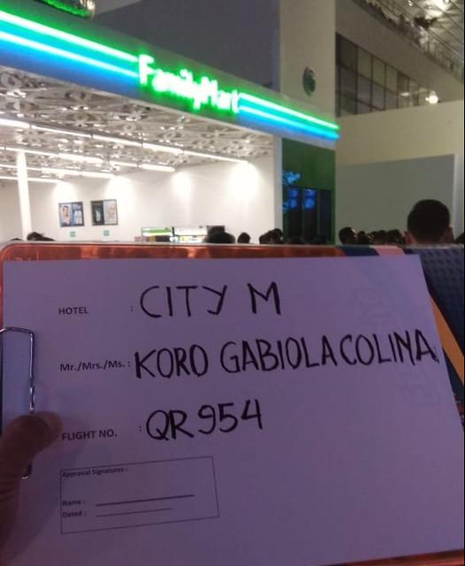 El taxista nos espera en el aeropuerto