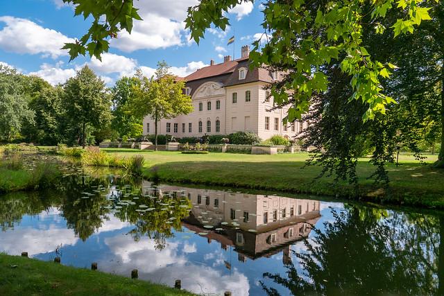 Cottbus, Branitzer Park: Blick über den Schlossee zum Schloss Branitz - Looking across Palace Lake to Branitz Palace