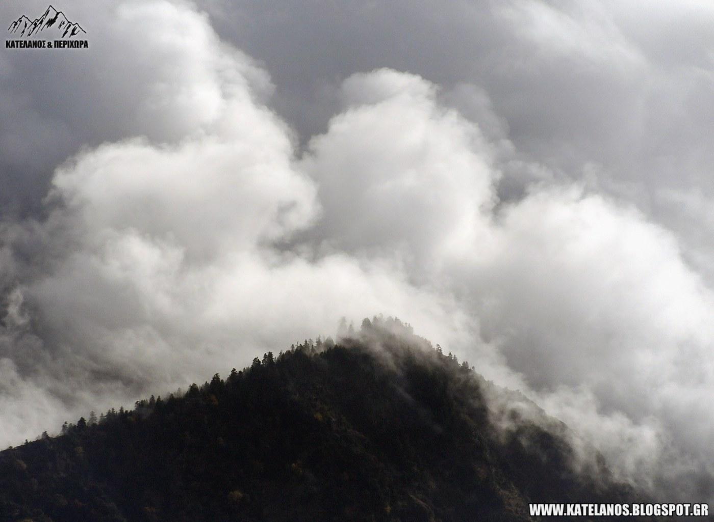 βουνοκορφες με ομιχλη