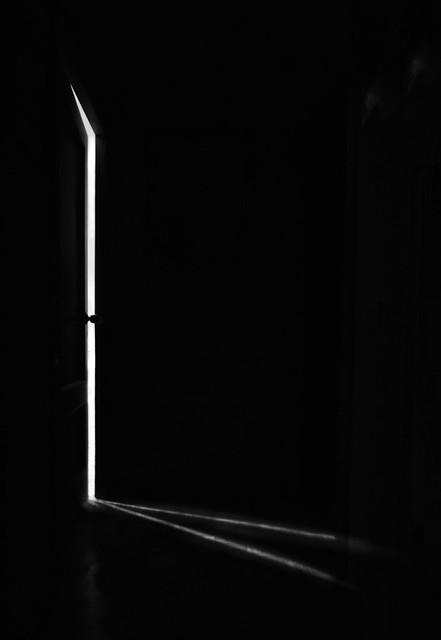 Miramos tanto tiempo la puerta cerrada que no vemos la que se ha abierto para nosotros.