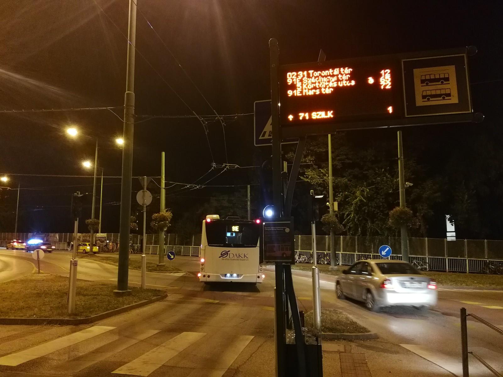 Valami nagyon nem stimmel az éjszakai buszok menetrendjével