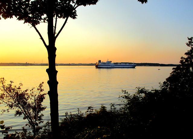 Sonnenuntergang über der Förde an einem schönen Augusttag