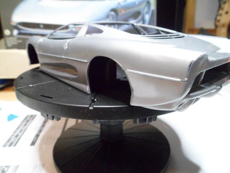 *Montage pas-à-pas* Jaguar XJ 220 [Revell 1/24] 48673386158_efe5d3c67b_c