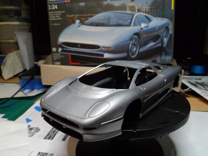 *Montage pas-à-pas* Jaguar XJ 220 [Revell 1/24] 48673723396_fcf9876c14_c
