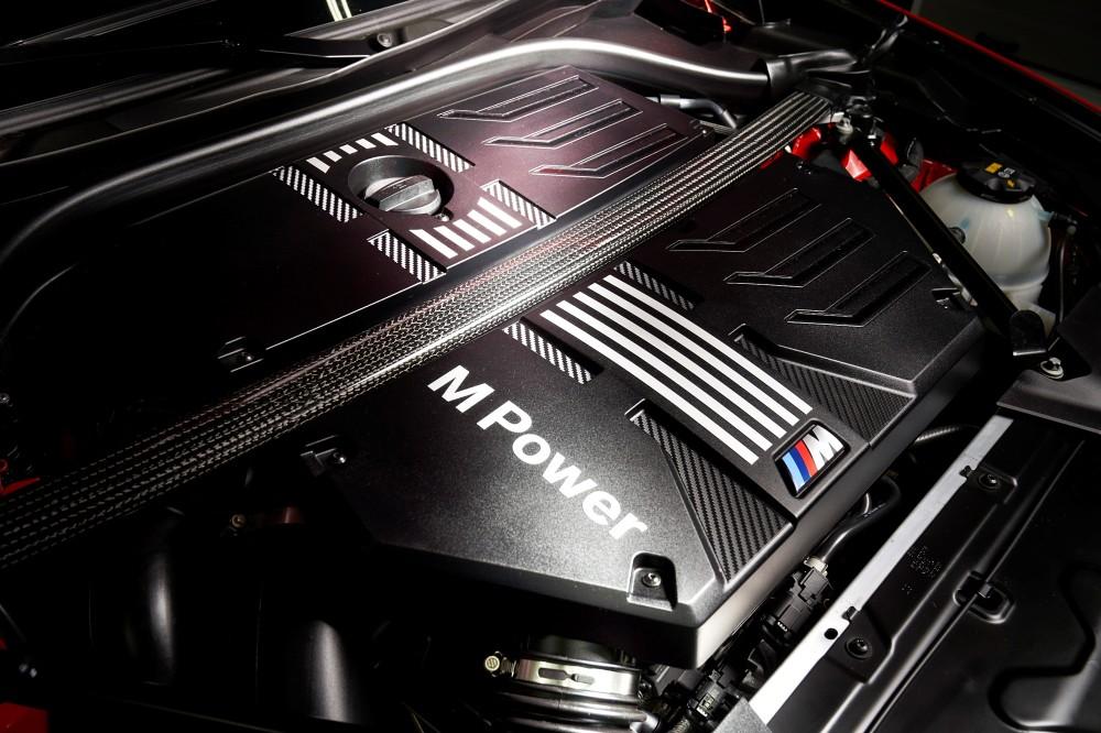 M TwinPower Turbo S58直列6缸汽油引擎選配碳纖維引擎室拉桿