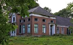 Groningen: Bellingwolde, abandoned farmhouse