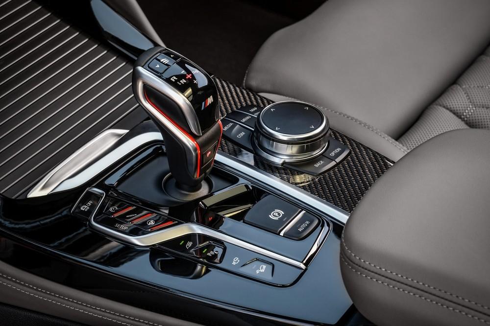 M Steptronic運動化8速手自排變速箱搭配M款專屬多功能排檔桿