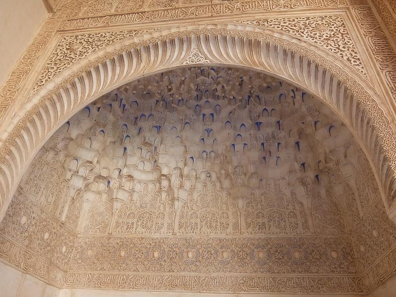 Альгамбра - Дворец Насридов - Лепнина в Зале Лодки