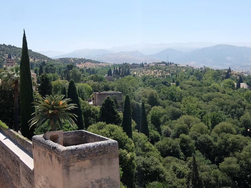 Альгамбра - Алькасаба - Вид на парк с Дозорной башни