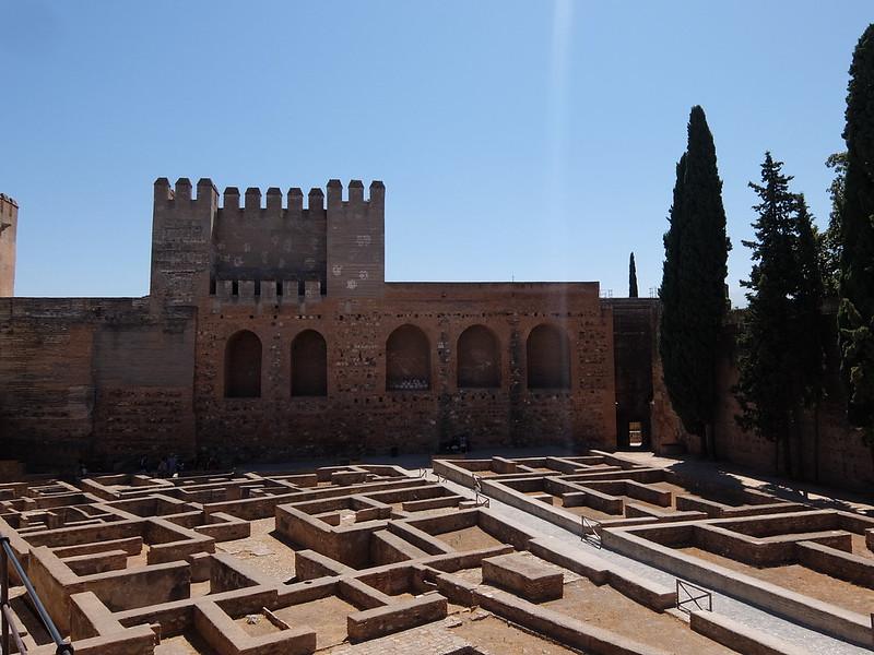 Альгамбра - Алькасаба - Оружейная площадь