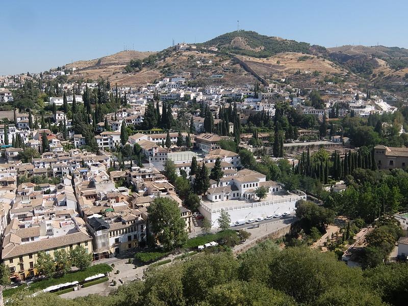 Гранада - Вид на Альбайсин с Кипарисового двора