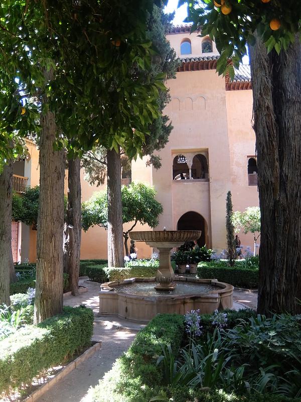 Альгамбра - Дворец Насридов - Фонтан в Кипарисовом дворе