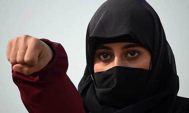 5318 Emirati wife seeks divorce because her husband loves her too much 03