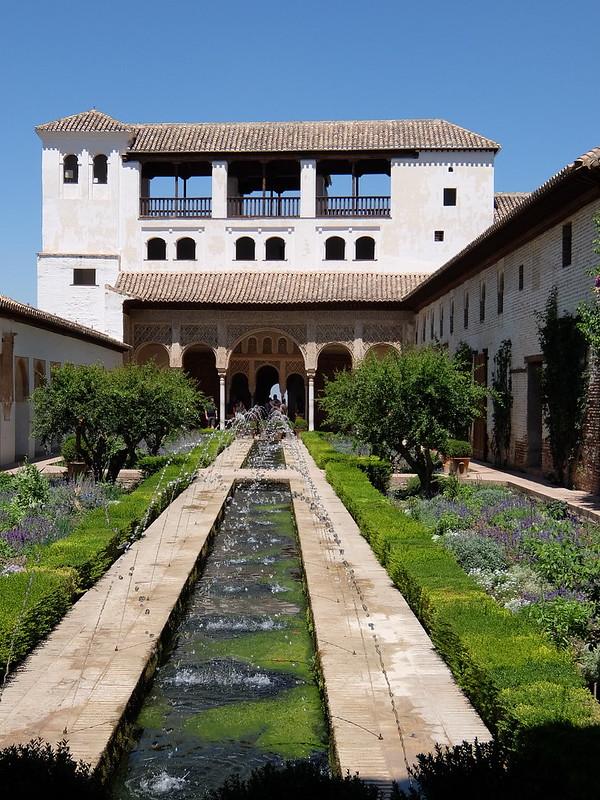 Альгамбра - Хенералифе - Дворик у Дворца Хенералифе