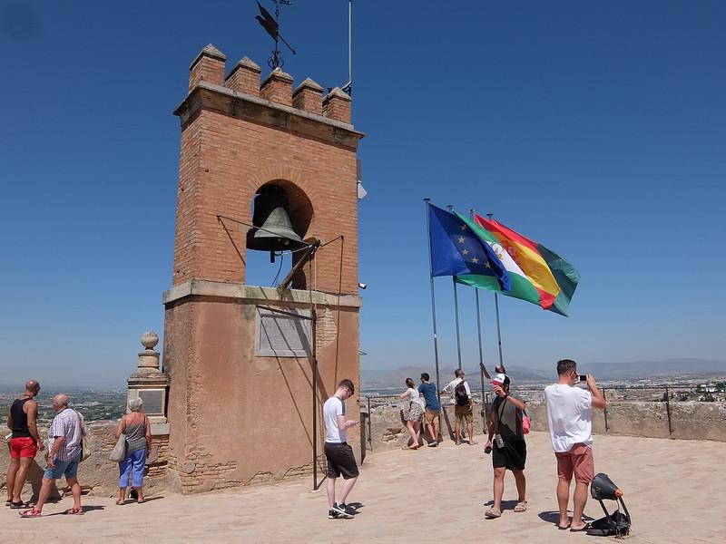 Гранада - Алькасабы - Флаги на Дозорной башне