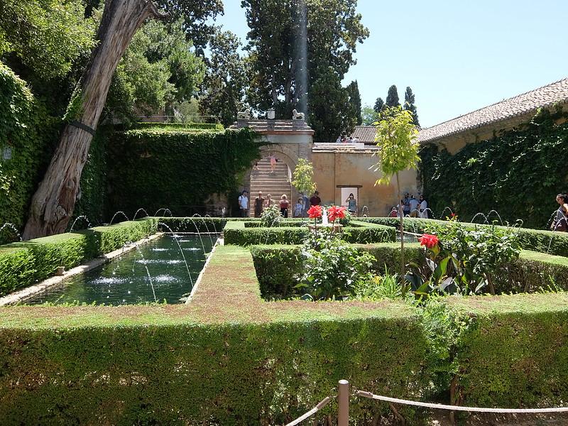 Альгамбра - Хенералифе - Лестница к Верхним садам