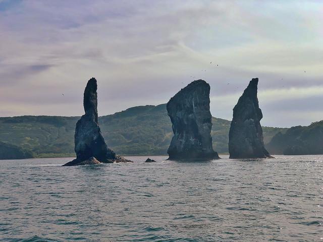 Los tres hermanos, emblema de la Bahía de Avacha (Kamchatka, Rusia)