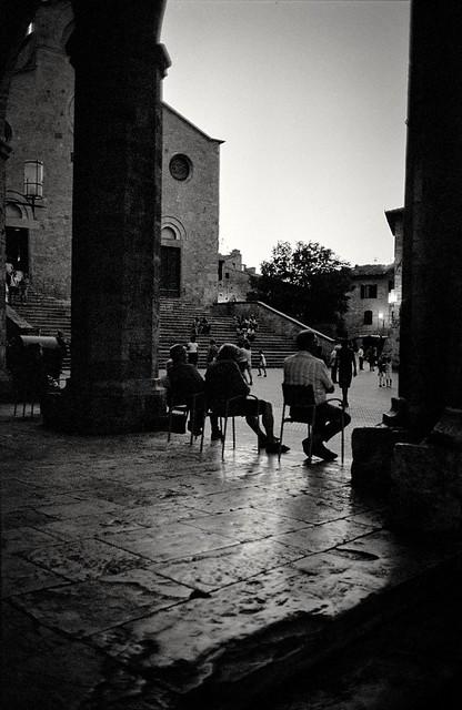 San Gimignano - Evening falls (35mm Ilford Delta 400 in Finol)