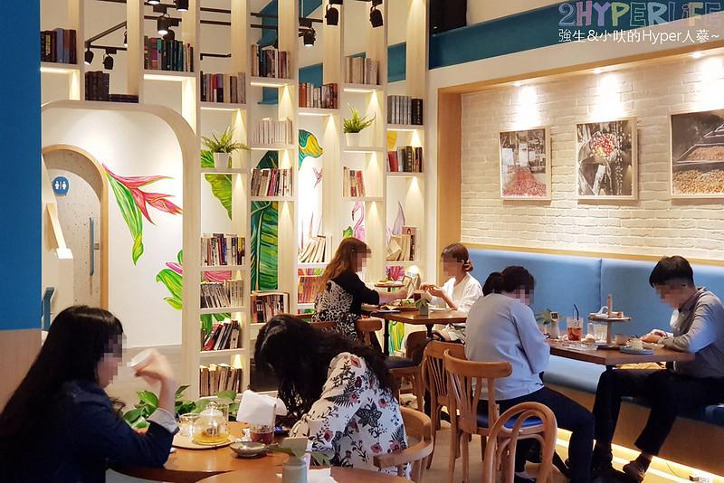 48681160893 6ffc4d0e84 c - 用藍與白構築的日青咖啡,內外都有美美的彩繪牆~有好喝咖啡之外還有販賣麵包與果醬呦!