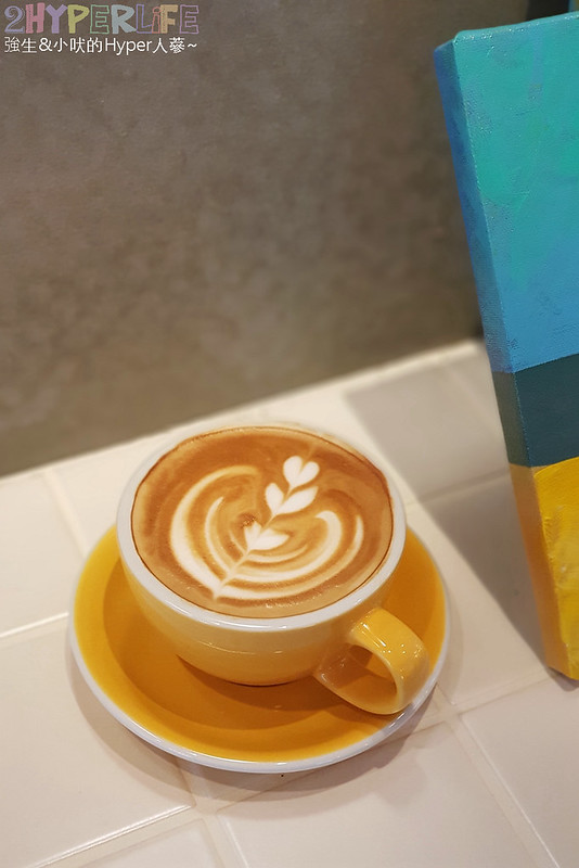48681161493 c92536f735 c - 用藍與白構築的日青咖啡,內外都有美美的彩繪牆~有好喝咖啡之外還有販賣麵包與果醬呦!