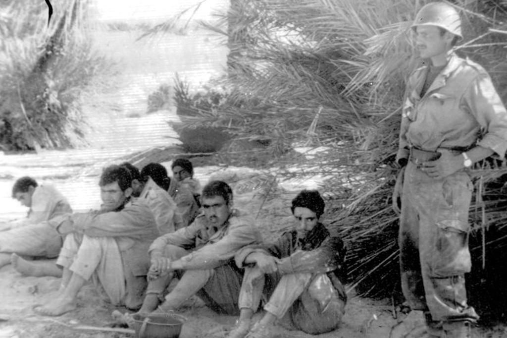 Photos - Guerre des Sables - 1963 - Page 8 48681360967_7818781cc5_o