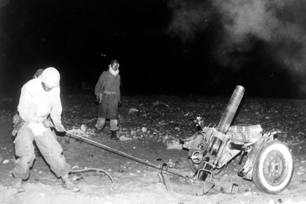 Photos - Guerre des Sables - 1963 - Page 8 48681361092_4582a50dd3_o