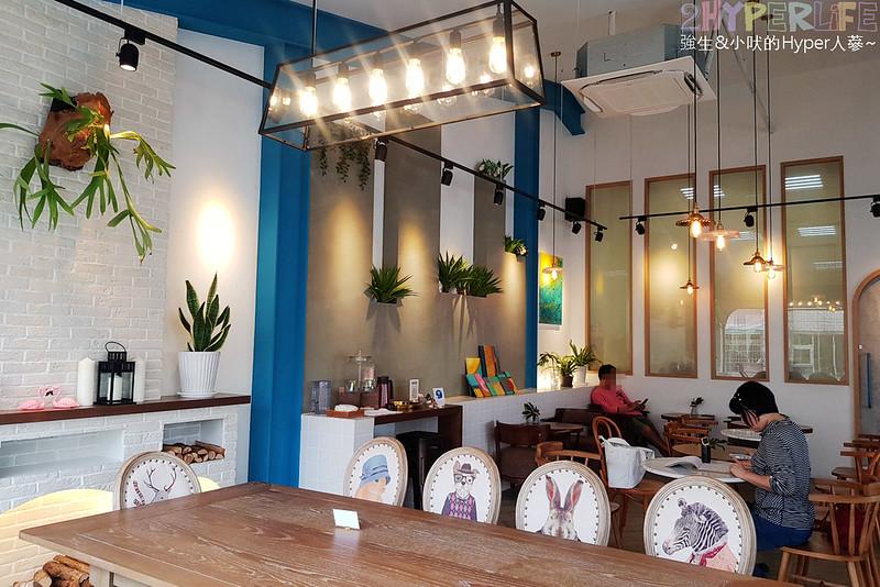 48681670892 517494e131 c - 用藍與白構築的日青咖啡,內外都有美美的彩繪牆~有好喝咖啡之外還有販賣麵包與果醬呦!