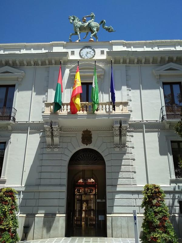 Гранада - Учреждение с флагами