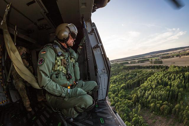 Fallschirmsprungtraining der Fernspäher