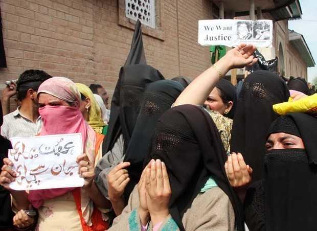 5323 Indian Soldiers raped 30 women in Kashmiri village Kunan 02