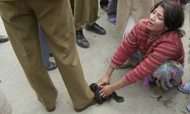 5323 Indian Soldiers raped 30 women in Kashmiri village Kunan 04