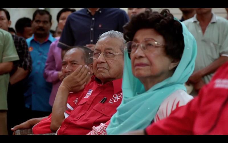 Tun _ Tun Siti Looking Worried
