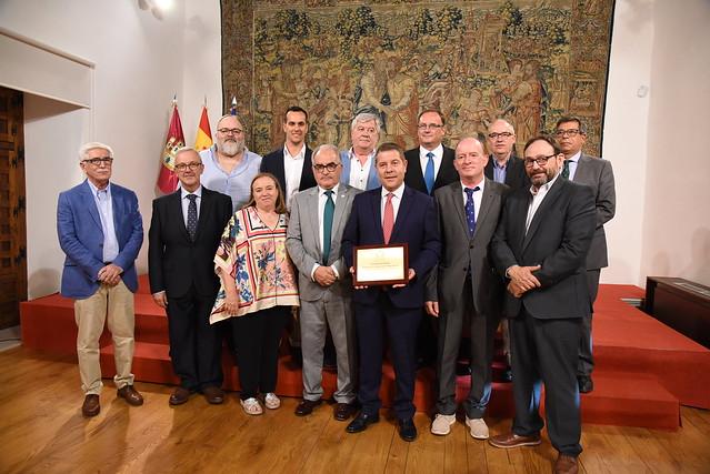 Emiliano García-Page recibe el título de 'Colegiado de Honor' del Colegio Oficial de Enólogos