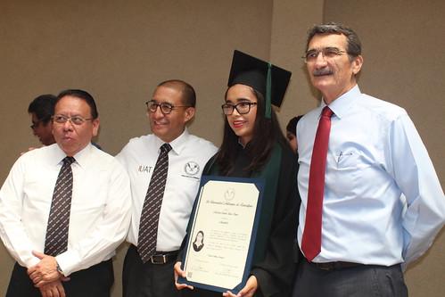Ceremonia solemne de entrega de títulos profesionales por excelencia académica