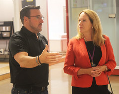 Rep. Hill tours iDevices.