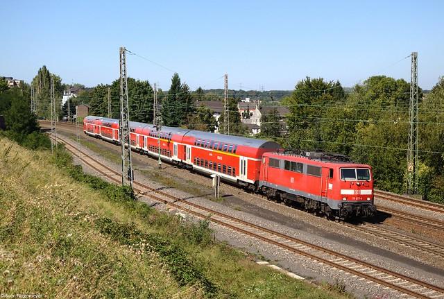 111 077-4 mit dem RE9 von Aachen Hbf nach Siegen in Eschweiler am 8.09.12