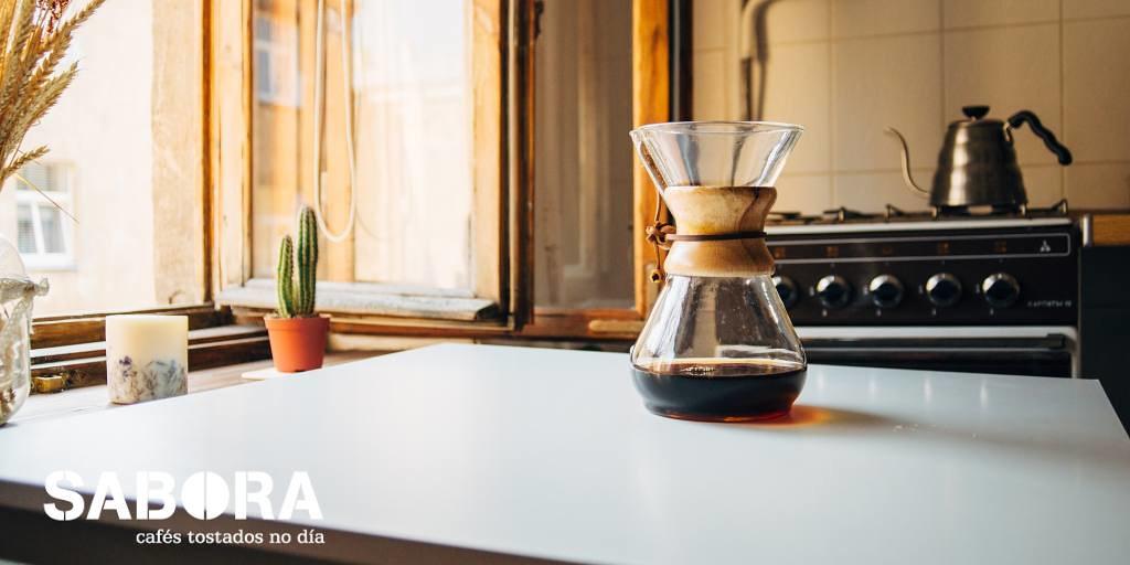 Cafetera chemex en la cocina
