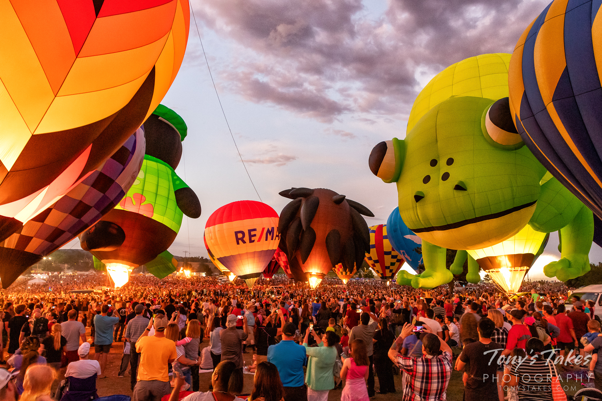 Hot air balloons light up at the balloon glow at Colorado Springs' Labor Day Liftoff. (© Tony's Takes)