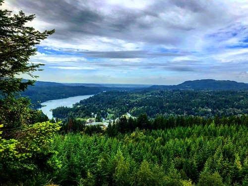 beautiful peaceful view mountain mountains cloudy clouds green nature lake trees forest viewpoint