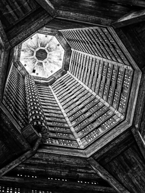 Le tunnel de lumière - Auguste Perret -- Le Havre