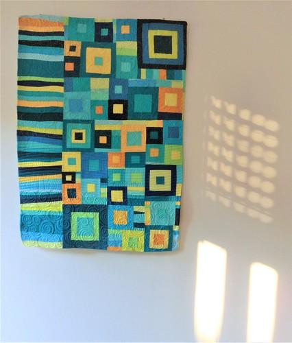 la luce della finestra gioca col quilt