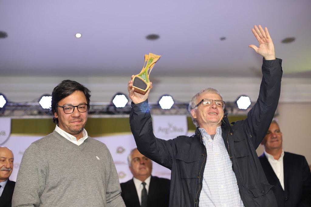 2019-09-05 PRENSA: Uñac, asistió a la premiación a los mejores aceites de oliva del mundo.