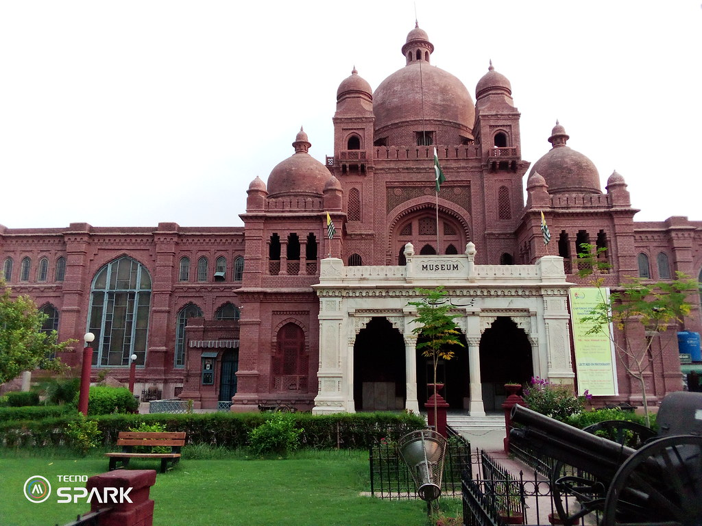 Lahore Museum Picture with auto mode on tecno spark Go