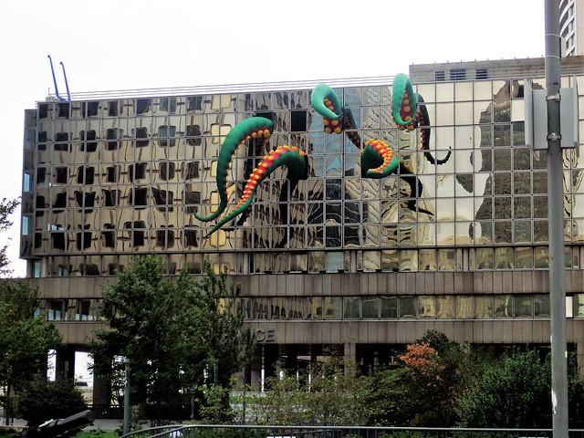 Tentáculos, La Défense - París 145