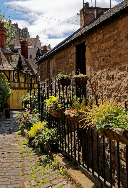 Edinburgh / Dean Village / Hawthornbank Ln