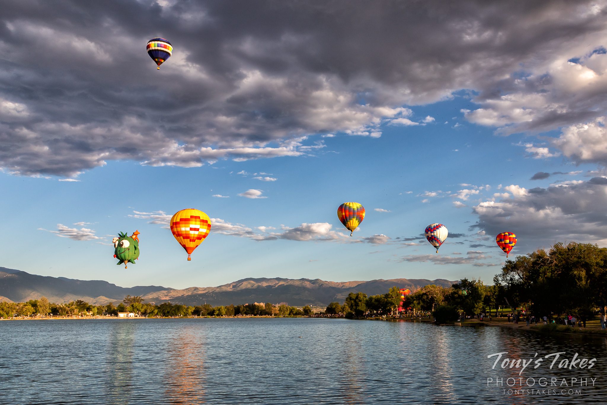 Hot air balloons take flight at the Colorado Springs Labor Day Liftoff. (© Tony's Takes)