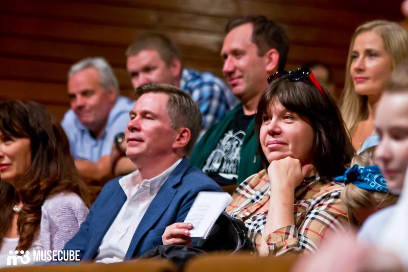 Sbor_truppy_Teatr_na_Taganke_025
